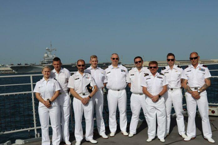 Bredenaars helpen het Franse vliegdekschip